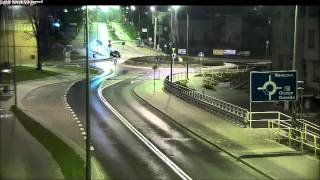 Skok przez rondo! Typ w Iławie tak zapi**rdalał że nie zauważył ronda na swojej drodze!