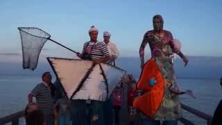 Maritimes Stelzentheater: Die Meereshelden, Boats on Stilts: The Sea-Heroes