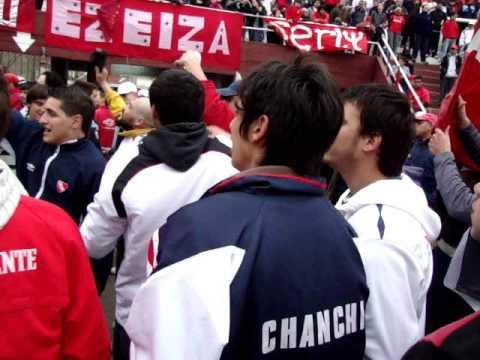 Vs Godoy Cruz - Cancion Nueva - En el Barrio Avellaneda hay una banda - La Barra del Rojo - Independiente