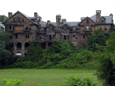 Abandoned HAUNTED MANSION! Almost died!