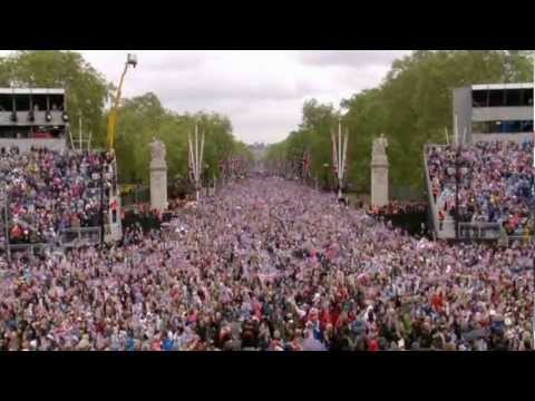 Diamond Jubilee: Video of the Flypasts and God Save the Queen