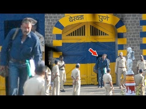 Video Sanjay Dutt Coming Out Of Yerwada Jail Full Video download in MP3, 3GP, MP4, WEBM, AVI, FLV January 2017