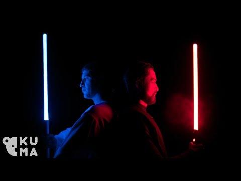 Huikean näköistä valomiekkojen pyörittelyä: Jedi & Sith Lightsaber Training