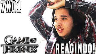 """O vídeo de hoje será a minha reação ao Primeiro Episódio da Sétima Temporada de Game of Thrones """"Dragonstone"""". No episódio temos Jon e Sansa lidando com problemas no Norte, Cersei lidando com os seus inimigos, Euron chegando para Porto Real e Daenerys em Dragonstone!► LINKS E REDES SOCIAISMeu Twitter: https://twitter.com/TheDanielsSkMeu Instagram: http://instagram.com/TheDanielsSkPágina no Facebook: http://www.facebook.com/TheRealDanielsSkSnapchat: thedanielsskPara Contato Profissional: contatodaniels@gmail.com!"""