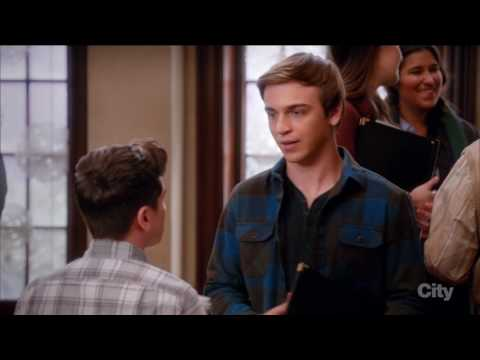 Brett Young / Kenny O'Neal (gay kiss #1) - The Real O'Neals (tv series)