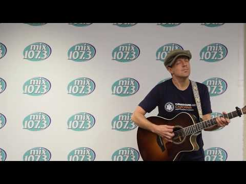 "Jason Mraz Sings ""Have It All"" In The Mix&mingle Lounge"