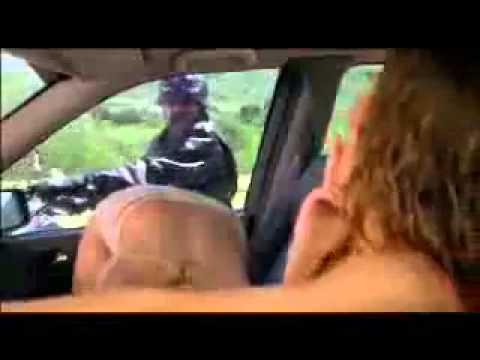 男子在公路上見色心喜,看比基尼美女直接車震給你看?!
