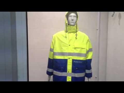 Prove di pioggia su tessuto al CentroCot di Busto Arsizio