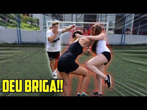 Jogos de meninas - AS MENINAS BRIGARAM NO MEIO DO JOGO DE FUTEBOL!! ( teve treta!! )