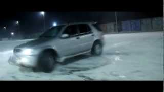 Mercedes ML 400 Snow Fun HD!
