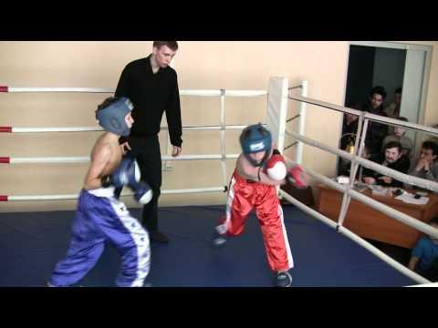 Кикбоксинг в Белгороде. Бой Марка Кузьминова. 5.02.2011 (видео)