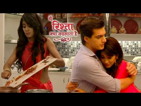 Kartik And Naira Romance In Goenka Kitchen | य�