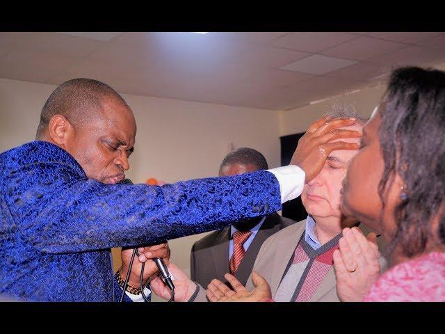 ACTE PROPHETIQUE:l'eau qui sort de la côte de Jésus  Dr Tsala Essomba