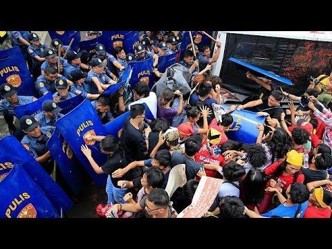 Αντιαμερικανικό ξέσπασμα στις Φιλιππίνες – Στο Πεκίνο ο πρόεδρος Ντουτέρτε