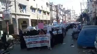 3 तलाक़ बिल के खिलाफ कानपुर की महिलाओं ने निकाली रैली