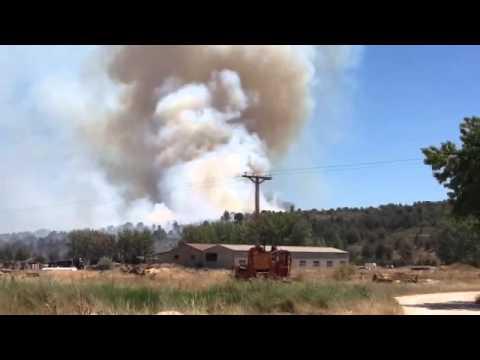 La gran columna de humo en los inicios del incendio. / SN