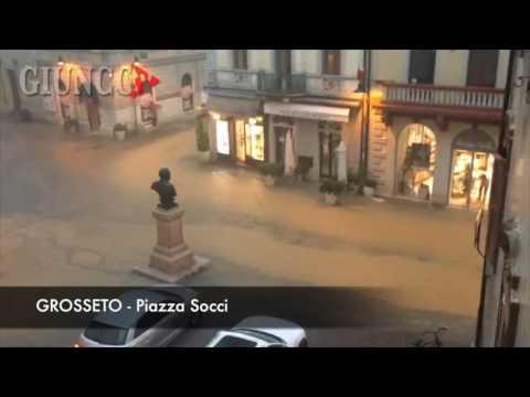 Grosseto allagata: le immagini impressionanti, l'acqua invade strade e negozi
