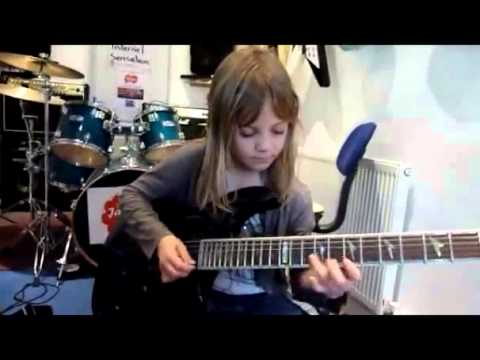 Girl 6 Years Old Best Guitar Playing !