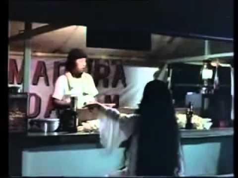 Sundel Bolong Suzzanna makan sate 200 tusuk