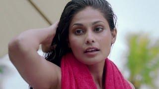 Nonton Vir Das Has A Facebook Friend In The Pool   Go Goa Gone Film Subtitle Indonesia Streaming Movie Download