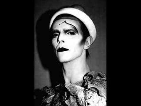 Tekst piosenki David Bowie - Scary Monsters po polsku