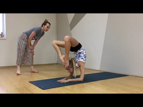 Художественная гимнастика. Растяжка, как меня тянут. Barvina Sport (видео)
