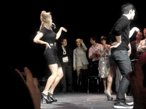 GLEE Cast Members-Single Ladies Dance! (видео)