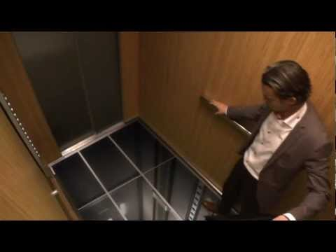 Realistic IPS Monitors In Elevator Prank