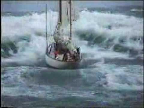 Stormy weather - sailboat in distress at sea_A valaha feltöltött legjobb vitorlázás videók