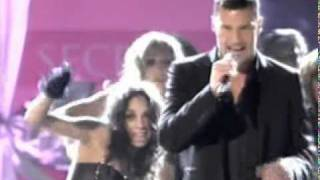 Ricky Martin - Drop It On Me - Live @ Victoria's Secret Fash