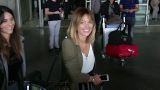 Video EXCLUSIVE: Caroline Receveur arriving at Cannes airport for the festival MP3, 3GP, MP4, WEBM, AVI, FLV Mei 2017