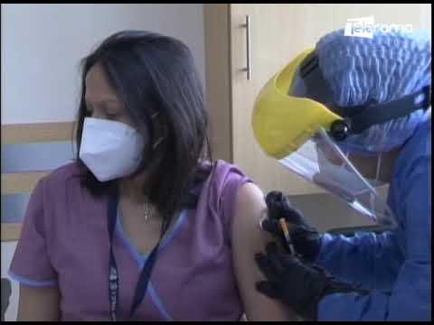 Primera jornada de vacunación contra el covid-19 se realizó en dos hospitales de Guayaquil