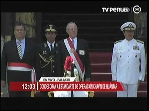 Condecoración a Estandarte de la Operación Chavín de Huántar