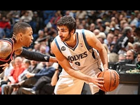 Ricky Rubio's SICK Between the Legs Assist