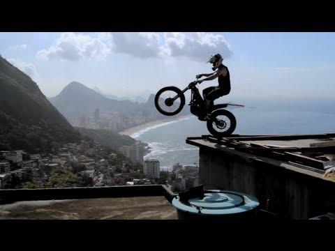 Невероятный мотокросс по улицам Рио-де-Жанейро