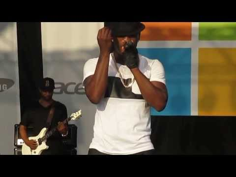 """Ne-Yo Performs """"Forever Now"""" Live at Microsoft Store Opening"""