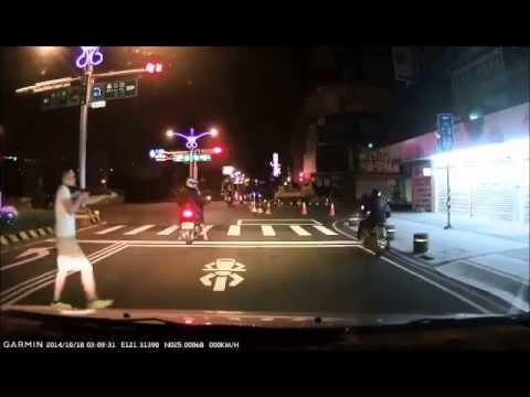 台灣還有沒有王法?!當街開槍掃射機車騎士!