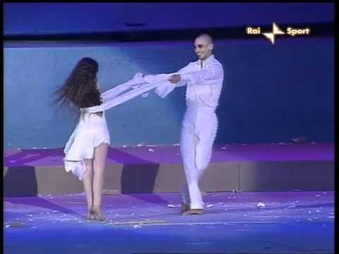 simona atzori inaugura le paralimpiadi torino 2006