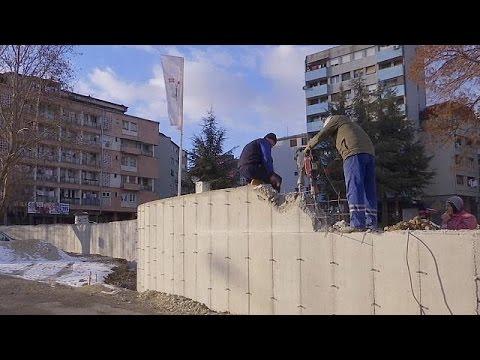 Κατεδαφίζεται το τείχος στη Μιτρόβιτσα με απόφαση της Πρίστινας