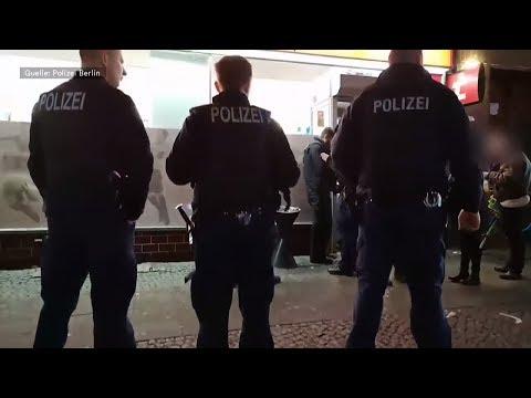 Berlin: Wettbüros und Shisha-Bars - Polizei-Razzien s ...