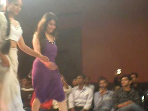 Hot n Sexy Show Stopper - Tanushree Dutta - Bangalore Fashion Week - 2010