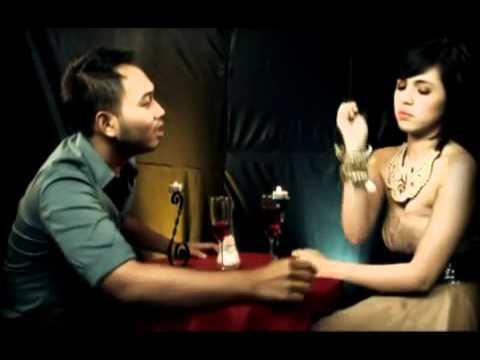 Download Lagu Aku Begini Engkau Begitu , By : Lucky , From Album : Sings Broery Music Video