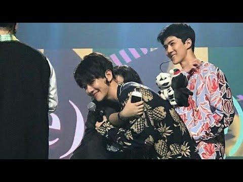 Lucky Fans Dipeluk Baekhyun EXO Di Music Bank Jakarta