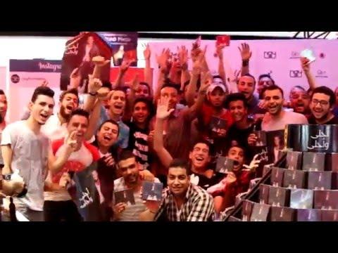 """جمهور عمرو دياب يحتفل بطرح ألبومه """"أحلى وأحلى"""" في متجر Virgin"""