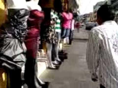 En El Bus Videos Relacionados Con Levantando Faldas