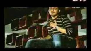 دانلود موزیک ویدیو رو در و دیوار این شهر محمد زارع (کیارش)