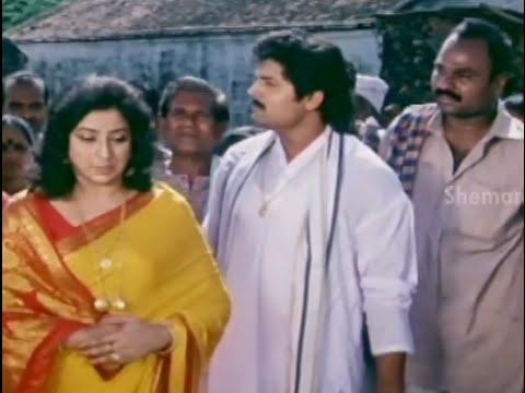 Alluda Majaka Movie Scenes - Lakshmi cheats the farmers - Chiranjeevi, Ramya Krishna, Ramba