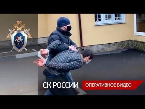 Опубликовано видео с задержанием мигранта, который устроил расправу над семьёй преподавателя Плехановки