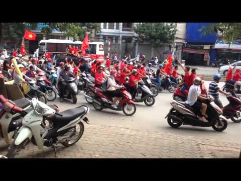 Cổ động viên U19 Việt Nam ra sân từ 15h30 :D