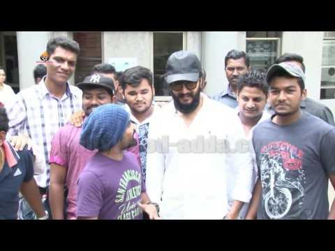 BANJO Riteish Deshmukh Surprise Visit At Film Banjo Screening!!!